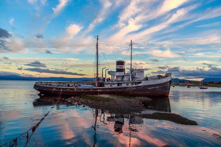 navire sur le canal de Beagle