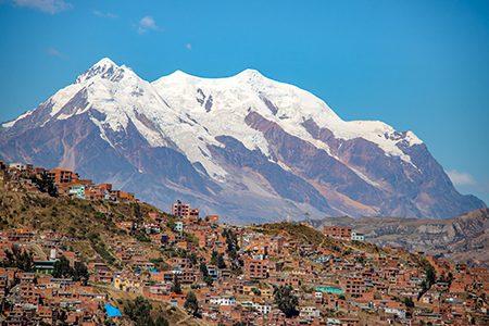 l'Illimani, sommet tutélaire de la ville, 6.438 m