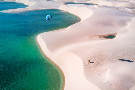 kitesufeur dans les Lençois Maranhenses