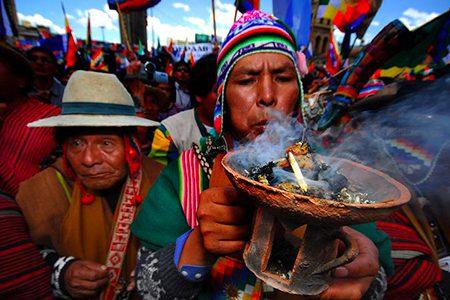 shaman lors d'une cérémonie à La Paz