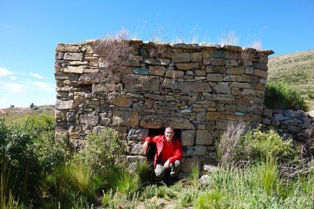 vestiges archéologiques sur les berges du Titicaca